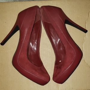 Burgundy pointy shoes